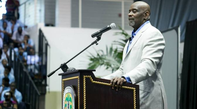 Chris Gardner Urges Students to Stick to Plan 'A'